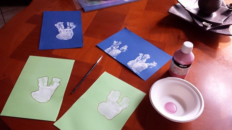 Cartes empreintes de mains, blog assistante maternelle Villeparisis