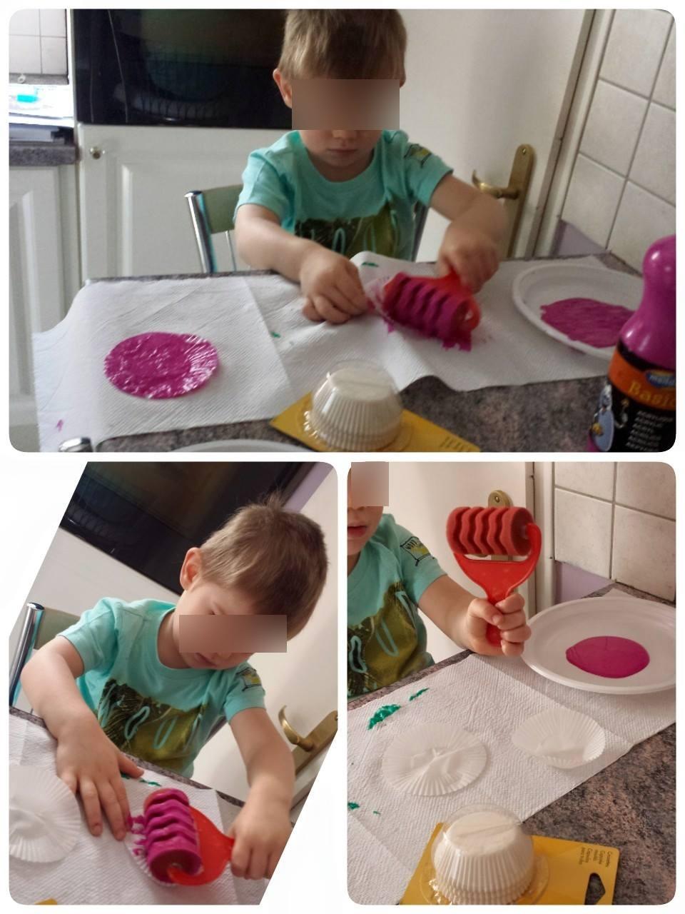 Création de fleurs en reliefs, assistante maternelle Collin Sylvie, petite enfance