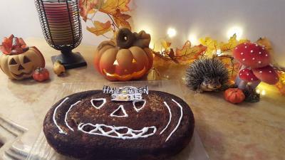 fête d'Halloween, gâteau citrouille et gourmandises,assistante maternelle